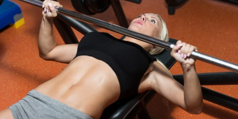 woman-bench-press-weight-lifting
