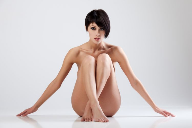 naked-woman-sitting-up