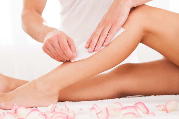 woman-waxing-legs