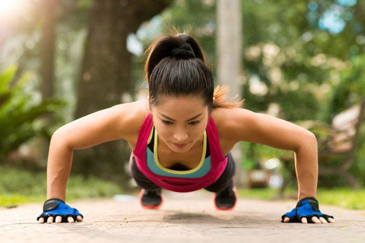 woman-doing-press-ups