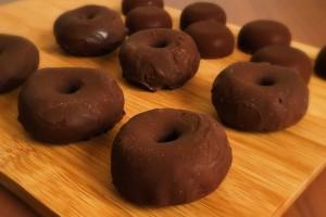 gluten-free-raw-vegan-mini-donuts-2